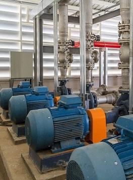 工业数字化-用于喷水管道和火灾报警控制系统的工业消防泵站。