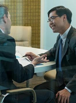 အပိုပစ္စည်းများ၊ အသုံးအဆောင်များနှင့်စားသုံးသူများ - စီးပွားရေးသမားနှစ် ဦး ၏အစည်းအဝေး။