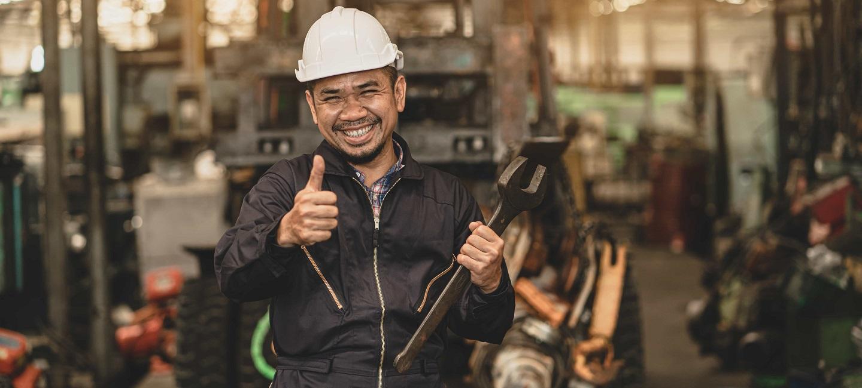 خدمات پشتیبانی پس از فروش - مهندسی حرفه ای ، کارگر آسیایی ، مرد کنترل کیفیت ، نگهداری ، بررسی کارخانه ، انبار کارگاه برای اپراتورهای کارخانه
