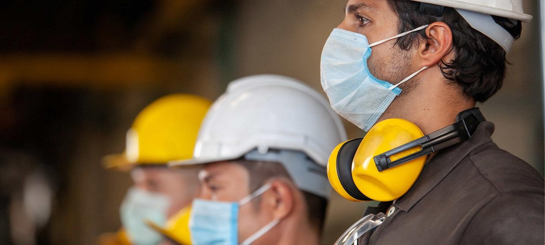 مدیریت ساخت و ساز مهندسان ساخت و ساز ماسک استفاده می کنند