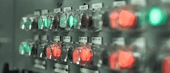 دکمه های روشن شده سوئیچ ها و پریزهای سیستم الکتریکی